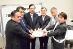 该协会成员向日本国会议员递交请愿书 - BRTN新闻