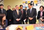 2011年,胡锦涛参观芝加哥佩顿中学。 - News.Sina.Com.Cn