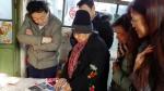 """送""""福""""上门暖人心 西城区第二图书馆共建帮扶一家亲——与查奶奶唠家常 - 文化局"""