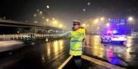 北京交管部门应对今夜降雨:积水27厘米封路管制 - 公安局公安交通管理局